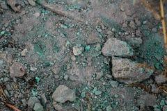 Ruvido ha strutturato la superficie al suolo caratterizzata da suolo sabbioso e da ghiaie fotografia stock libera da diritti