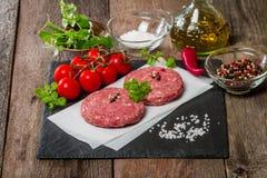 Ruw Fijngehakt hamburgervlees Stock Foto's