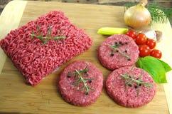 Ruw fijngehakt rundvleesvlees stock afbeeldingen