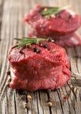 Ruw lapje vlees met peper Royalty-vrije Stock Fotografie