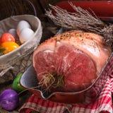 Ruw Pasen-kernachtig en vers braadstuk - stock afbeelding
