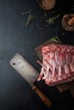 Ruw rek van lam met kruiden Royalty-vrije Stock Fotografie