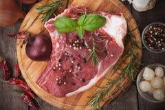 Ruw ribeyelapje vlees Royalty-vrije Stock Afbeeldingen
