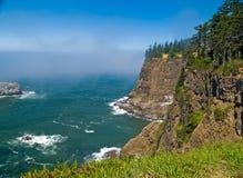 Ruw Rocky Coastline op de Kust van Oregon Stock Foto
