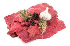 Ruw rundvlees op wit royalty-vrije stock fotografie