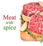 Ruw vlees met kruiden Royalty-vrije Stock Afbeeldingen