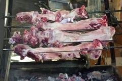 Ruw vlees op vleespen royalty-vrije stock foto's