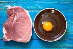 Ruw vlees voor de voorbereiding van hoog-calorievoedsel en hartelijk royalty-vrije stock foto