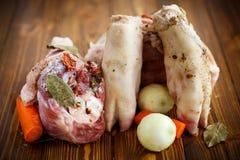 Ruw voedsel om vleesaspic te koken stock foto