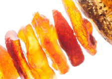 Ruwe amber op witte dichte omhooggaand Royalty-vrije Stock Foto