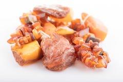 Ruwe amber van kust van de Oostzee Stock Afbeelding