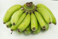 Ruwe banaan, witte achtergrond Stock Afbeeldingen