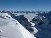 Ruwe bergen en overzees van mist Royalty-vrije Stock Afbeeldingen