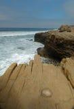 Ruwe bluff op open Californië oceaan Stock Foto's