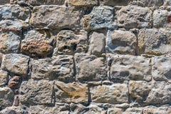 Ruwe bruine natuursteenmuur royalty-vrije stock afbeeldingen