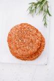Ruwe burgers voor hamburgers, in een stapel Royalty-vrije Stock Fotografie