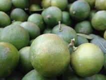 Ruwe citroenhuid Royalty-vrije Stock Foto's