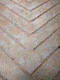 Ruwe concrete vloer met pijlpatroon Stock Foto
