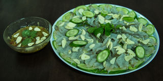 Ruwe garnalen en kruidige saus, zeevruchten Thailand Stock Foto's