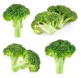 Ruwe geïsoleerde broccoli royalty-vrije stock afbeeldingen