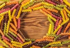 Ruwe gekleurde deegwaren Royalty-vrije Stock Afbeeldingen