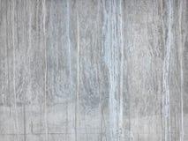 Ruwe grijze concrete muur, vooraanzicht, rijke textuur als achtergrond royalty-vrije stock foto's