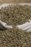 Ruwe groene koffie Stock Afbeelding