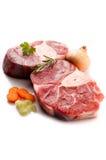 Ruwe kalfsvleessteel met ingrediënten royalty-vrije stock foto