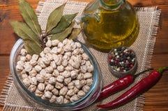 Ruwe kekers en diverse ingrediënten Stock Fotografie