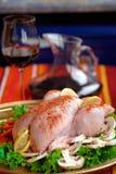 Ruwe kip op een schotel Stock Afbeelding