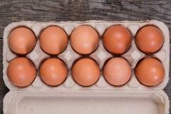 Ruwe kippeneieren in een document vakje Royalty-vrije Stock Fotografie