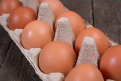 Ruwe kippeneieren in een document vakje Royalty-vrije Stock Foto