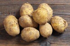 Ruwe ongewassen aardappels stock afbeelding