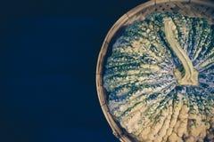 Ruwe pompoenhuid, in de mand Stock Foto