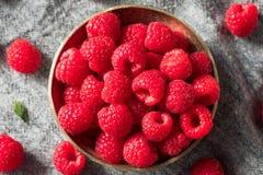 Ruwe Rode Organische Frambozen stock afbeeldingen