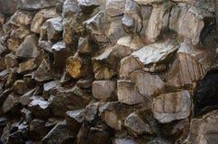 Ruwe rotsenmuur Stock Foto