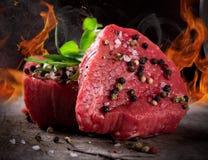 Ruwe rundvleeslapjes vlees Stock Foto's
