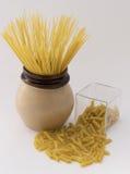 Ruwe spaghetti en macaroni royalty-vrije stock fotografie