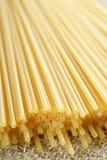 Ruwe spaghettideegwaren Stock Foto's