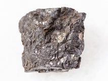 ruwe vette kolensteen op wit royalty-vrije stock fotografie