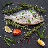 Ruwe vissen klaar voor het koken Royalty-vrije Stock Fotografie