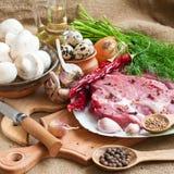Ruwe vlees, groenten en kruiden royalty-vrije stock afbeelding