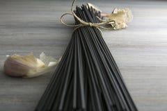 Ruwe zwarte spaghetti met pijlinktvisinkt Royalty-vrije Stock Foto