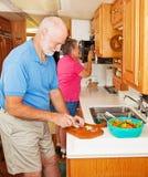 Rv-Ältere, die Abendessen bilden Stockfoto