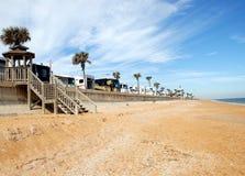 Rv campant sur la plage la Floride Images libres de droits