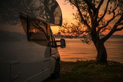Free RV Camper Van Scenic Sunset Stock Images - 161305814