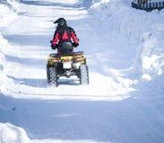 Rv de quatro rodas na neve do inverno foto de stock