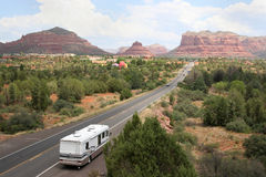 Rv en el camino a Sedona Arizona Foto de archivo libre de regalías