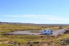 RV Motorhome在一个远程位置在冰岛 免版税库存照片