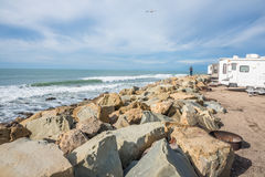 Rv que acampa en la playa Imagen de archivo libre de regalías